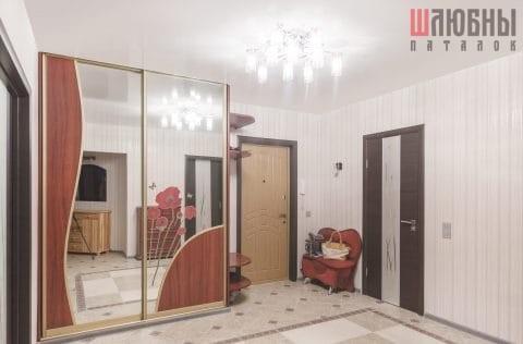 Одноуровневый глянцевый натяжной потолок белого цвета в Могилеве фото
