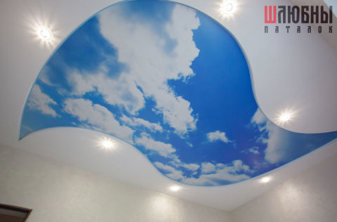 Двухуровневый натяжной потолок с изображением неба в Могилеве фото