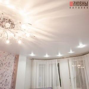 Белый матовый одноуровневый натяжной потолок в Могилеве фото