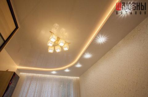 Двухуровневый потолок с подсветкой для гостиной в Могилеве фото