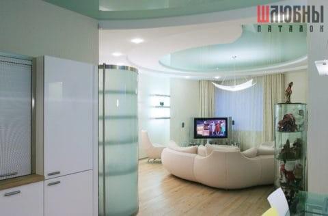 Многоуровневый цветной натяжной потолок в студию в Могилеве фото 1