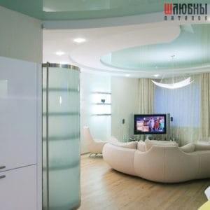 Многоуровневый цветной натяжной потолок в студию в Могилеве фото