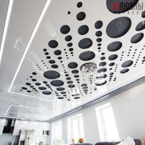 Резной натяжной потолок Apply с парящими линиями в студии в Могилеве фото