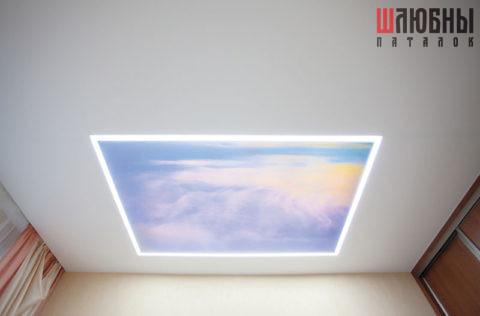 Одноуровневый сатиновый натяжной потолок со вставкой Double vision в Могилеве фото